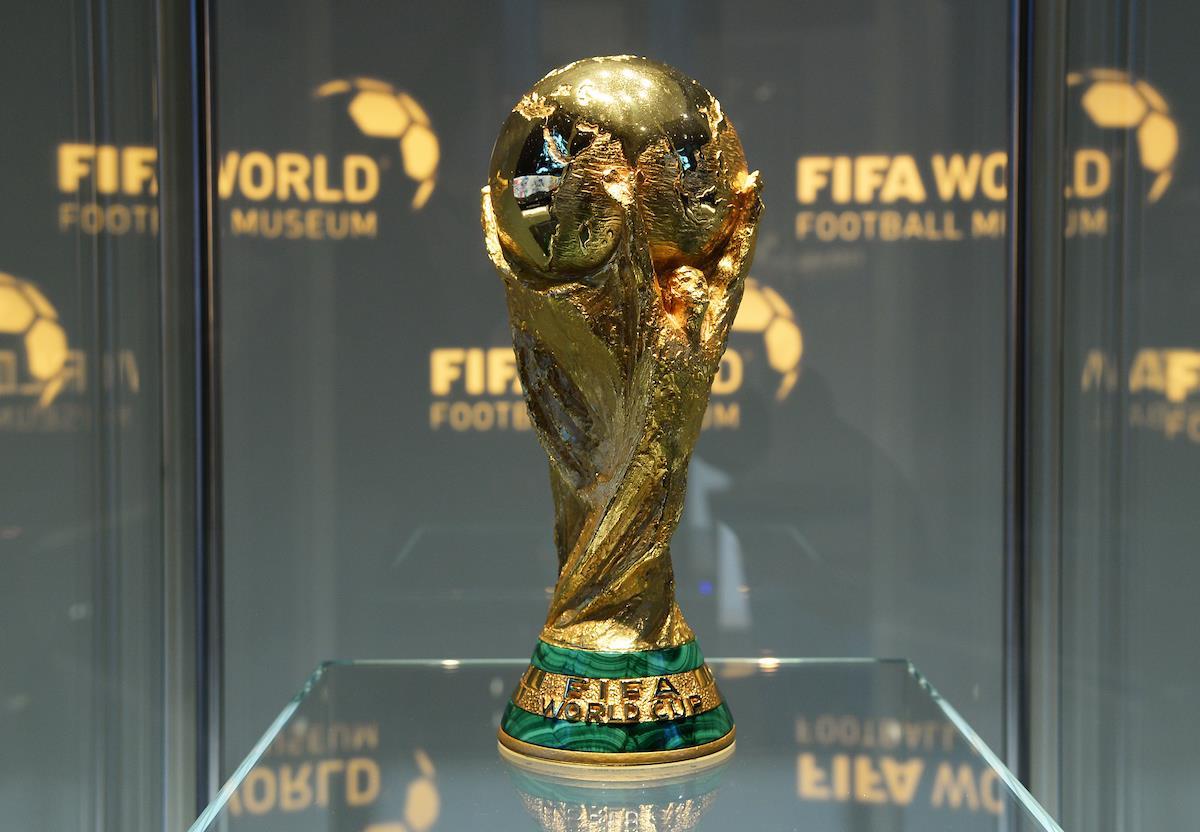 Mua Cúp vàng World Cup 2018 chỉ từ 50.000đ : Sôi động chợ cup vàng