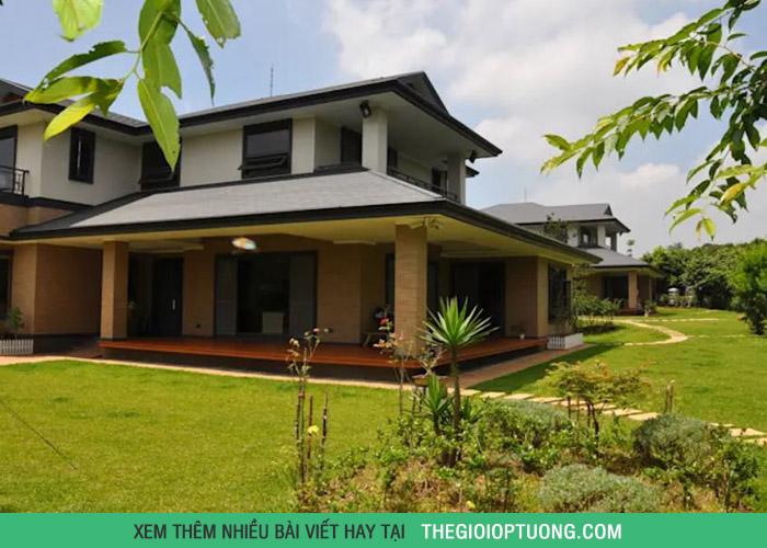 Nhà 2 tầng có sân vườn cực đẹp cho gia đình nhỏ