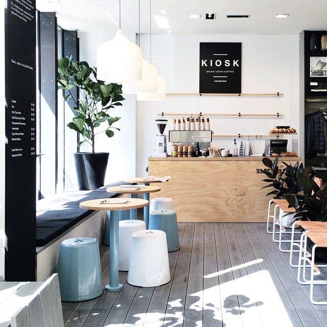 Trang trí quán cà phê văn phòng đẹp tiết kiệm với giấy dán tường