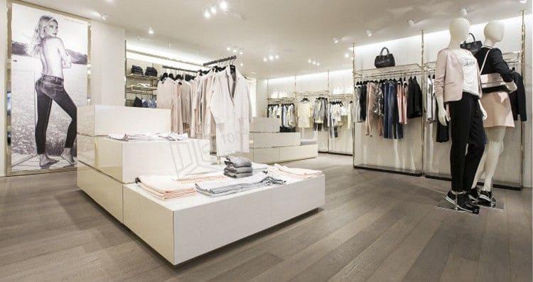 Địa chỉ bán và thi công giấy dán tường cho cửa hàng quần áo