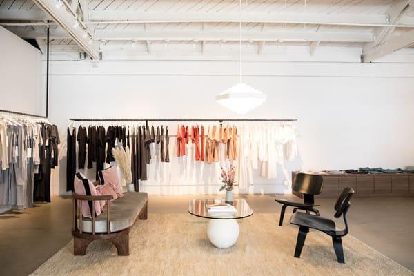 Địa chỉ mua giấy dán tường cho shop thời trang rẻ đẹp
