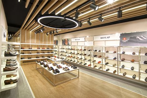 Trang trí cửa hàng giày dép với giấy dán tường 3D độc đáo
