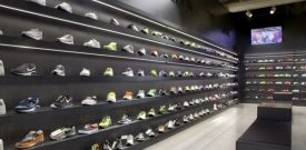 Phong cách trang trí cửa hàng giày thể thao đẹp lạ và độc đáo