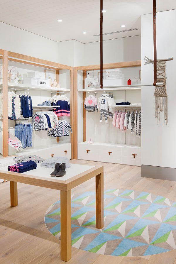 Các mẫu trang trí cửa hàng quần áo trẻ em được yêu thích