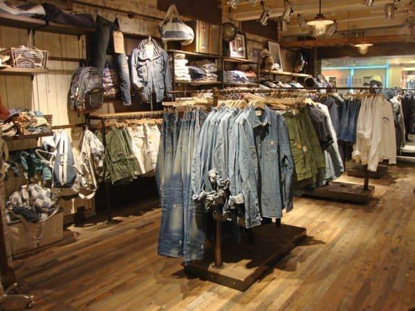 Hướng dẫn trang trí cửa hàng quần áo với giấy dán tường