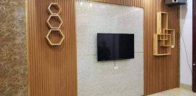 Tự thi công ốp tường giả gỗ composite đẹp cho căn hộ - Báo giá tấm ốp tường nan sóng 2021